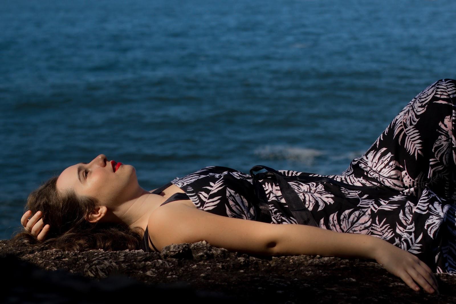 Julie Wein lança single com samba bem-humorado
